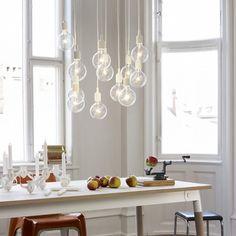 E27 - Socket Lamp fra Muuto har et nakent design, tegnet av Mattias Ståhlbom. Den preger av romase i et moderne design, og har et stort potensiale av skjønnhet. Enkeltheten i den moderne lampen er det vanskelig å konkurrere i mot, og kommer i flere ulike farger. Materiale: Silikon/gummi, plastikksokkel og PVC ledning Størrelse:Ø: 12.5 cm Høyde: 23 cm Ledning: 4 m i samme farge Lyskilde: 220V-250V, 50 HZ, Max 40 WattDesigner:Mattias ...