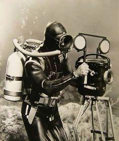 #Taucher aus #Mazarron arbeiten als  Unterwasserfotografen. Mazarron ist noch heute ein beliebtes Tauchrevier in #Murcia.