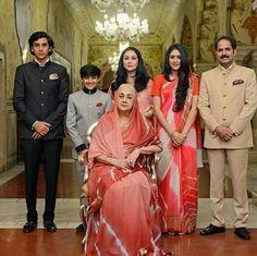 Royal Family of Jaipur (Present Day) Royal Family Portrait, Family Portraits, Royal Life, Royal House, Maharani Gayatri Devi, King Of India, Duleep Singh, Indian Prince, Royal Indian