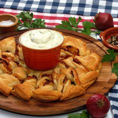 """Puff pastry sun """"Hawaii""""- Blätterteig-Sonne """"Hawaii"""" Perfect for a cozy evening with friends! Cabbage Rolls Polish, Polish Stuffed Cabbage, Cabbage Rolls Recipe, Easy Drink Recipes, Puff Pastry Recipes, Carne Picada, Le Diner, Party Snacks, Thanksgiving Recipes"""