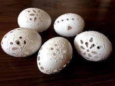 Set di 5 bianco mano decorato Madeira Painted pollo uovo di Pasqua con o senza nastro, forato tradizionale slava cera Pinhead, Pysanka