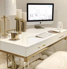 34 Gorgeous Modern Home Office Desk Design Ideas - Just because you are forced to build a home study, does not mean that it has to be old and outdated. Modern Home Office Desk, White Desk Office, White Desks, Home Office Furniture, Modern White Desk, Furniture Ideas, Interior Design Career, Interior Decorating Styles, Gold Desk