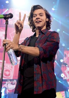 Cleavage status: You can't see me but I'm still thinking of you. | 25 Photos That Prove Harry Styles' Chest Had The Best Year Ever