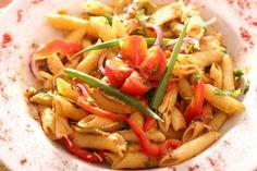 Receita de Penne Mediterrâneo Opção de massa leve combina legumes e um toque adocicado de damasco