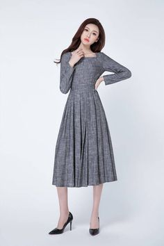 DETAIL * Soft grey linen fabric * Square neckline * fitted waist * long sleeves * right zip closure * Pleated maxi skirt * Length approx 117 cm * Wash by hand or machine with cold water SIZE GUIDE Available in women's US sizes 2 to 18, as well as custom size and plus size. Size chart PDF https://img1.etsystatic.com/117/0/7768512/icm_fullxfull.88761713_kppuw4pg028c0wso0ckk.pdf PHOTO https://img0.etsystatic.com/106/0/7768512/icm_f...