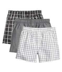 Gray/checked. Boxer shorts in woven cotton fabric with an elasticized waistband and button fly.