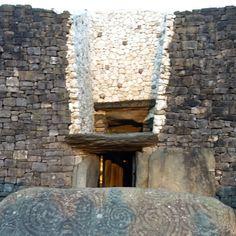 Winter Solstice the light from the rising sun illuminates this neolithic passage tomb in Ireland's ancient east. Love Ireland, Irish Sea, Rising Sun, Winter Solstice, Brown Wood, Wren, Pebble Art, My Images, Celtic