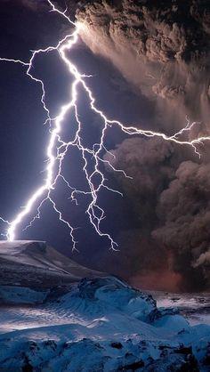 Volcanic eruptions and lightning