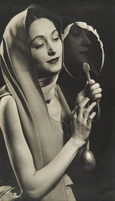 Dora Maar – Photographer and Muse Dora Maar, Portraits, Portrait Photographers, Man Ray Photographie, Man Ray Photos, Hans Richter, Muse, Foto Blog, Mirror Image