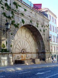 Chafariz na Rua Mouzinho da Silveira-Porto Porto City, Places In Portugal, Douro Valley, King's Landing, Port Wine, Exotic Places, Pavement, Algarve, Portuguese
