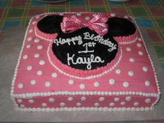 Minnie Mouse fun fetti cake, with butter cream frosting Minnie Mouse Theme Party, Minnie Mouse Birthday Cakes, Minnie Mouse Baby Shower, Mickey Mouse Cake, Minnie Mouse Cake, Mickey Cakes, Mickey Birthday, Bolo Mickey, Mickey E Minie