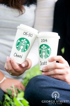 Photography Coffee Cup Engagement Photos 30 Ideas For 2019 Coffee Barista, Starbucks Coffee, Coffee Cups, Starbucks Drinks, Coffee Photography, Photography Photos, Engagement Photography, Photo Cup, Cheap Coffee Maker
