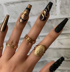 Discovered by -. Find images and videos about nails, nailart and Versace on We Heart It - the app to get lost in what you love. Aycrlic Nails, Matte Nails, Swag Nails, Nail Nail, Glitter Nails, Perfect Nails, Gorgeous Nails, Pretty Nails, Cute Acrylic Nail Designs
