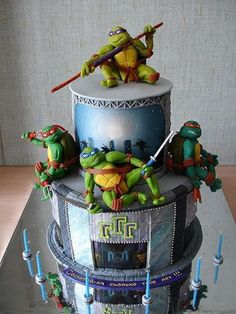 I've been a huge fan of the Teenage Mutant Ninja Turtles all of my life but this is by far the most amazing TMNT cake I have ever seen! The detail on Leonardo in this cake is amazing. Cake Wrecks, Cupcakes, Cupcake Cakes, Ninja Turtles, Ninja Turtle Birthday Cake, Turtle Party, Tmnt Cake, Lego Cake, Ninja Cake