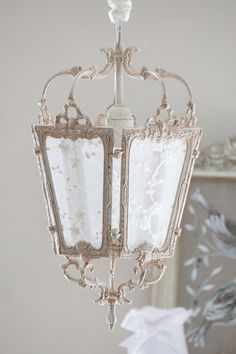 Shabby chic lantern - Pearl of lights - Custom lampshade creation. Shabby chic and contemporary decoration - shabby chic lantern - Lustre Shabby Chic, Shabby Chic Français, Shabby Chic Bedrooms, Shabby Chic Kitchen, Shabby Chic Furniture, Shabby Chic Lanterns, Shabby Chic Lighting, Shabby Chic Chandelier, Decoration Shabby