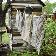 Country washing line Country Farm, Country Life, Country Living, Cottage Living, Vintage Farmhouse, Farmhouse Style, Vie Simple, Vintage Laundry, Doing Laundry