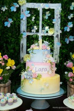 Blog Meu Dia D Mãe - 01 ano Lara - Festa infantil Recife - Tema Jardim Encantado (5) Butterfly Garden Party, Butterfly Birthday Party, Fairy Birthday Cake, Garden Birthday, Alice In Wonderland Tea Party, Love Cake, Baby Party, Pretty Cakes, Cake Designs