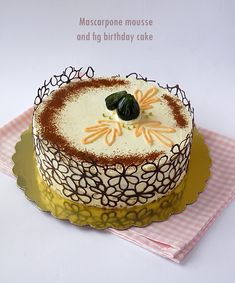 Mascarpone mousse and fig cake Bulgarian Desserts, Bulgarian Recipes, Caramel Apple Cheesecake, Caramel Apples, Fig Cake, Cake Recipes, Dessert Recipes, Fashion Cakes, Delicious Chocolate