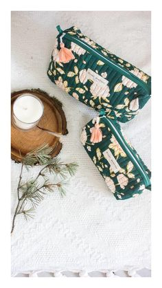Trousses de toilette et a maquillage Samali eucalyptus à fleurs - Bindi Atelier Creation Couture, Bindi, Fabric Bags, Sewing Projects For Beginners, Brand Packaging, Handmade Bags, Sewing Patterns, Textiles, Diy Crafts
