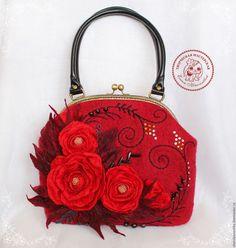 Купить Сумка Red Rose валяная из шерсти - ярко-красный, Сумка с вышивкой, Сумка с фермуаром