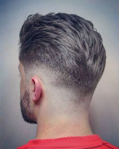2017 has continued some men's hair trends while adding some hot new looks. C… 2017 has continued some men's hair trends while adding some hot new looks. Check out these pictures for 33 men's haircut ideas for all hair lengths… Continue Reading → Cool Hairstyles For Men, Hairstyles Haircuts, Hairstyle Ideas, Pixie Haircuts, Medium Hairstyles, Big Forehead Hairstyles Men, Men's Haircuts Fade, Retro Mens Hairstyles, Mens Hairstyles 2018 Short