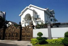 Vietnamese model/actress Tang Thanh Ha and her husband, Vietnamese-Filipino businessman Louis Nguyen, live in this $1 million dollar mansion in Ho Chi Minh City.