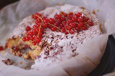 Rabarberkage med marcipan og frisk ingefær | Emily Salomon