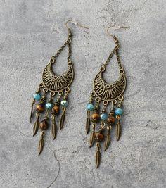 Bijou Créateur - Boucles d'oreilles ethniques bronze breloques plumes antiques perles gemme oeil de tigre et facettes turquoise