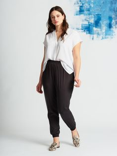 View our Essential Relaxed Jogger and shop our selection of designer women's plus size Pants, clothing and fashionable accessories. Black Joggers Outfit, Jogger Pants Outfit, Black Jogger Pants, Harem Pants, Plus Size Joggers, Plus Size Pants, Plus Size Fashion For Women, Plus Size Women, Dresser