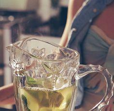 Chá gelado de Casca de Abacaxi com Hortelã e Mel! Delícia refrescante!