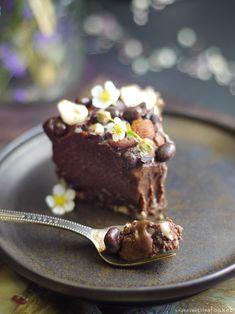 raw vegan hazelnut cheesecake