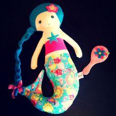Boneca de Pano Sereia em tecido de algodão e feltro.
