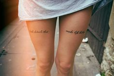 tattoo schriften schrift frauen oberschenkel