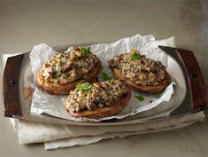 Salmon Burgers, Baked Potato, Potatoes, Baking, Vegetables, Ethnic Recipes, Food, Potato, Bakken