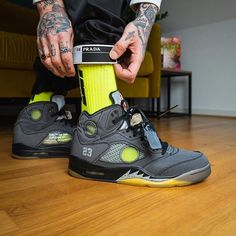 Off-White x Air Jordan 5 Black CT8480-001 Best Sneakers, Sneakers Fashion, Fashion Shoes, Original Air Jordans, Baskets, Air Jordan Shoes, Jordan Sneakers, White Basketball Shoes, Air Jordan 5 Retro