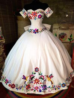 Mexican Theme Dresses, Quince Dresses Mexican, Mexican Outfit, Sweet 15 Dresses, Pretty Dresses, Beautiful Dresses, Mexican Quinceanera Dresses, Prom Dresses, Chiffon Dresses