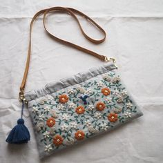 𓅯 Embroidery bag envelope_onlineshop Embroidery Purse, Hand Embroidery Stitches, Hand Embroidery Designs, Flower Embroidery, Japanese Embroidery, Fabric Bags, Cloth Bags, Handmade Bags, Purses And Bags