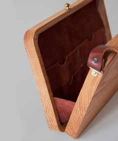 Want To Learn Woodworking? - Useful Woodworking Guide and Tips Leather Projects, Diy Wood Projects, Wood Crafts, Learn Woodworking, Woodworking Projects, Woodworking Store, Woodworking Furniture, Diy Messenger Bag, Wooden Purse
