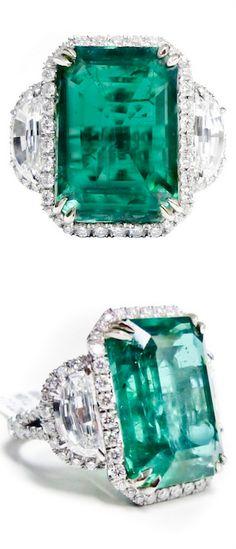 Natural green emerald and diamond ring. Platinum.
