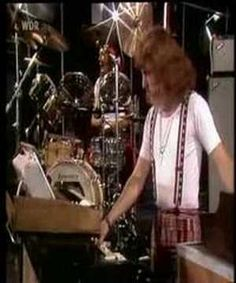 ▶ ELOY - The Sun Song (Live 1977) Sun Song, Progressive Rock, White Lilies, Yearning, My Favorite Music, Music Songs, Rock Bands, Guitars, Youtube