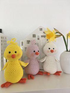 Hækleartisten – Hækling og hverdagsglimt Easter Crochet, Diy Crochet, Crochet Decoration, Easter Crafts, Tweety, Dinosaur Stuffed Animal, Knitting, Toys, Animals