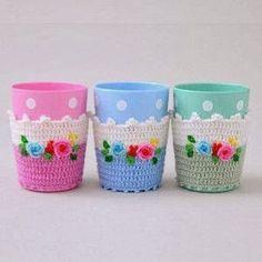 crochet cup holder - inspiration, no pattern Crochet Cup Cozy, Love Crochet, Crochet Gifts, Beautiful Crochet, Diy Crochet, Crochet Flowers, Crochet Phone Cases, Art Textile, Crochet Kitchen