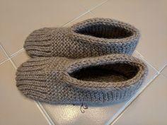 Hupps Slippers pattern by Kelley Hobart Beginner Knitting Patterns, Crochet Stitches Patterns, Knitting Stitches, Free Knitting, Knitting Projects, Knitting Socks, Baby Knitting, Knit Socks, Knit Slippers Free Pattern