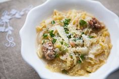 Italian Sausage and Cabbage Stew. Easy, hearty and simple Italian peasant stew with cabbage, parsley and Italian sausage. Italian Sausage Recipes, Sweet Italian Sausage, Cabbage Recipes, Soup Recipes, Cooking Recipes, Pasta Recipes, Bratwurst, Korma, Biryani