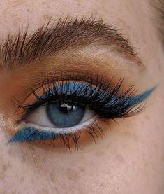 Orange eyeshadow with blue eyeliner The post Orange eyeshadow with blue eyeliner appeared first on Make Up. Makeup Goals, Makeup Inspo, Makeup Inspiration, Makeup Tips, Beauty Makeup, Makeup Ideas, Daily Makeup, Makeup Hacks, Everyday Makeup