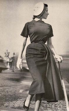 1949 - Christian Dior dress April 1949 #millinery #judithm #hats A platter hat from yesteryear.