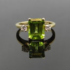 Timeless Simple Vintage Yellow Gold Diamond and Peridot Ring