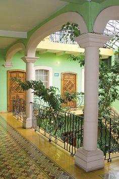 PÁTZCUARO NATURALEZA IMPONENTE. Pátzcuaro goza de una ubicación privilegiada al rodearse de un imponente lago y de una naturaleza admirable. Es un destino que atrae por sus tradiciones y el aire provincial que brindan sus casas de blancos muros y techos de teja. En el centro de la ciudad podrás encontrar un lugar económico y sobre todo cómodo para descansar, el HOTEL VALMEN. Conócelo! http://www.valmenhotel.com.mx/