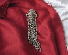 ancienne broche composé de strass, joli bijoux fantaisie vintage, vecchia spilla in strass, bigiotteria vintage, alte Brosche aus Strass de la boutique perfumeshopantic sur Etsy