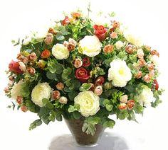 Arranjo Misto de Flores com Rosas, Camélias, Lavanda, Dália, Eucalipto e Hortênsia